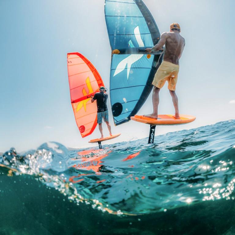 Wing surf sur la plage du Veillon, à proximité des Sables d'Olonne