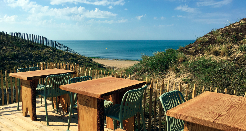 Moments café terrasse plage vue sur mer